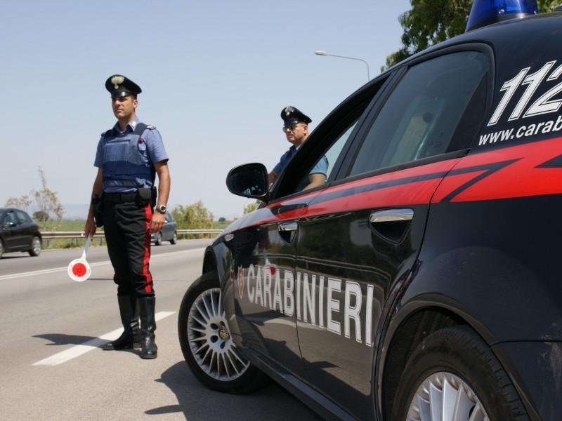 """Reggio Emilia, chiama il 112: """"Uno straniero sta accoltellando una ragazza"""". Ma era un'allucinazione"""