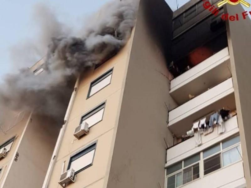 Catania. Vigili del Fuoco derubati mentre spengono le fiamme