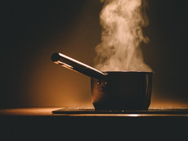 Firenze, cucinano un piatto di pasta senza l'acqua e danno fuoco alla cucina