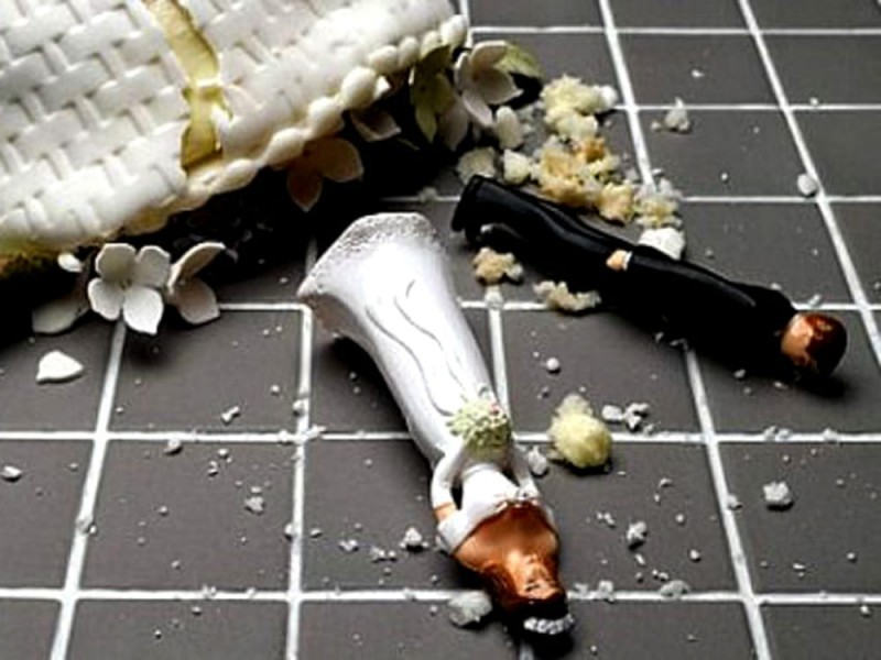 Sposo scappa con i soldi delle buste: al ristorante scoppia la rissa