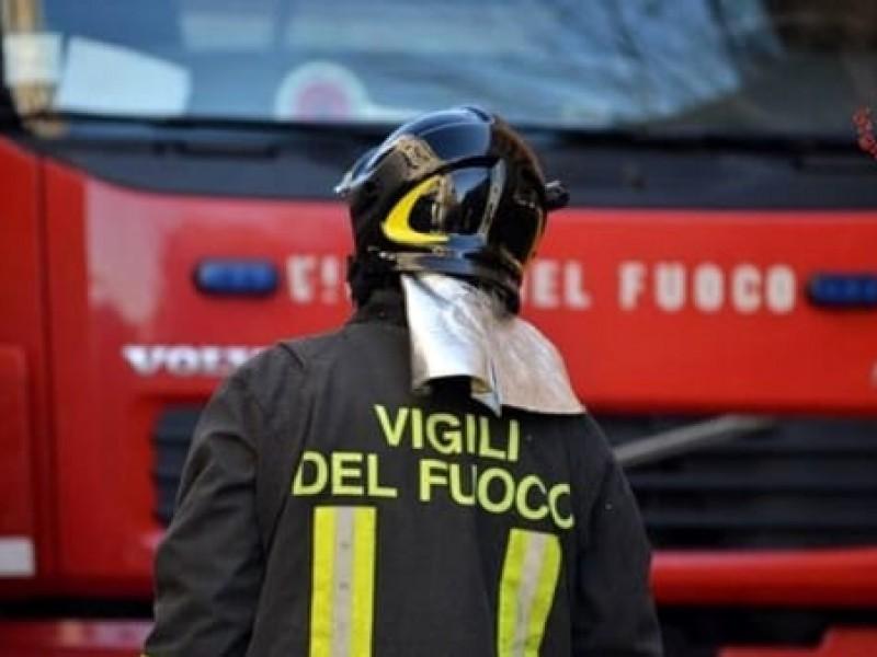 Tornano dal pellegrinaggio a Lourdes, l'auto prende fuoco durante il viaggio